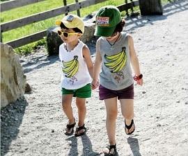 Kinh nghiệm chọn quần áo cho trẻ em mùa hè.